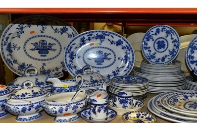 A LATE 19TH CENTURY/EARLY 20TH CENTURY BLUE AND WHITE DINNER...