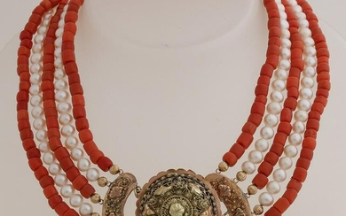Necklace of pearls and red coral with yellow gold