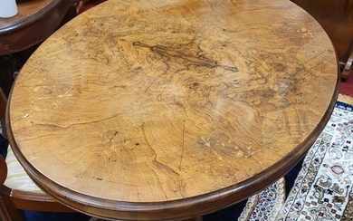 A Victorian Walnut oval Supper Table of great quality. W 11...