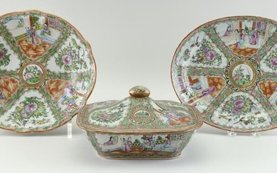 THREE CHINESE EXPORT ROSE MEDALLION PORCELAIN SERVING