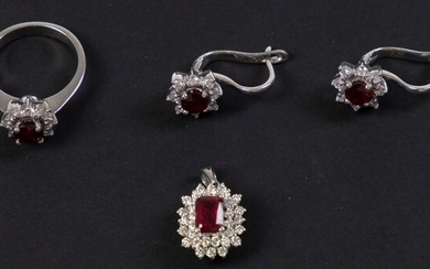 18k white gold set consisting of a ring, pendant and...