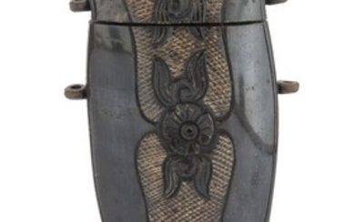 A CHINESE HORN BOX EARLY 20TH CENTURY.
