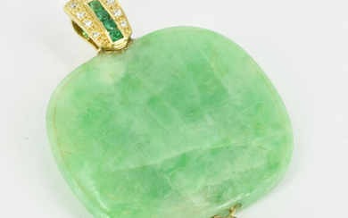 A LARGE JADE CARVING PENDANT