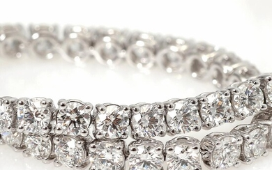 A diamond bracelet set with numerous diamonds weighing a total of app. 4.42 ct., mounted in 18k white gold. L. app. 18 cm. G/SI. Triple excellent cut. – Bruun Rasmussen Auctioneers of Fine Art