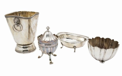 A lot of silver object