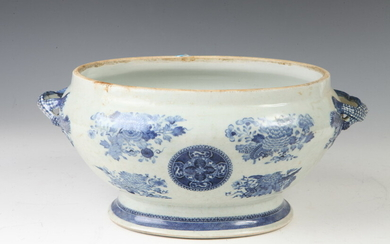 """CHINESE EXPORT """"BLUE FITZHUGH"""" PORCELAIN OVAL TUREEN. lacking cover -..."""