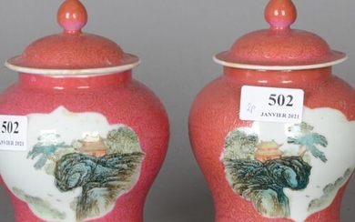 China Pair of small porcelain vases with pink background with...