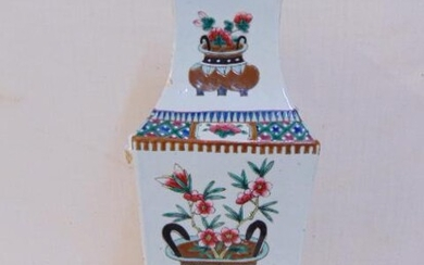 Chinese porcelain vase, square, decorated with floral