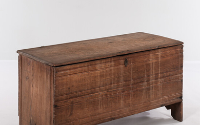 Crease-molded Pine Six-board Chest