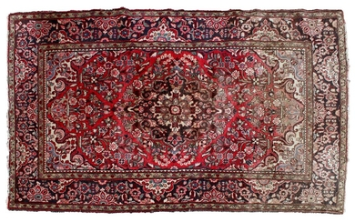 (-), Hand-knotted wool carpet with oriental decor, 278x160...