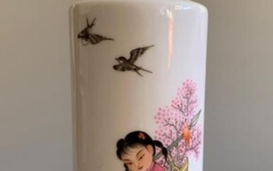chinese hand painted famille rose porcelain vase , H20cm...