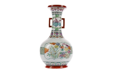 A LATE 19TH CENTURY CHINESE FAMILLE ROSE VASE
