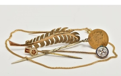 FIVE ITEMS OF JEWELLERY, to include a 9ct gold fine curb lin...