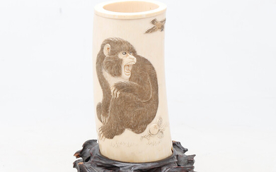 Japanese jar from the Meiji period in carved, engraved and inked ivory, early 20th Century.