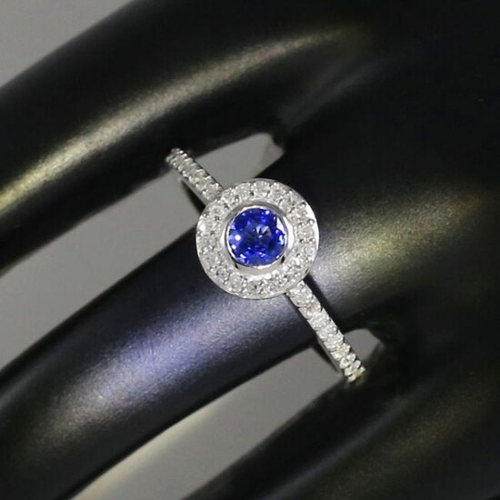 18 K / 750 White Gold Blue Sapphire and Diamond Ring