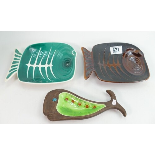 Beswick stylised fish dishes: 2167 in two different colourwa...