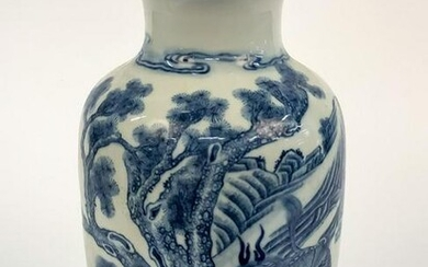 CHINESE QING STYLE BLUE AND WHITE BALUSTER VASE