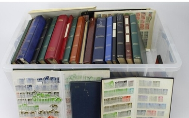GB - very large plastic crate with many albums / stockbooks ...
