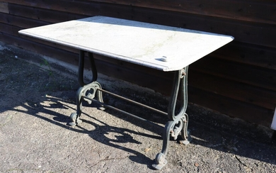 (-), Garden table with cast iron base and...