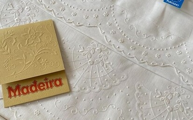 Madeira - Hand-embroidered pure linen sheets - 240 x 280 cm - Linen - Second half 20th century
