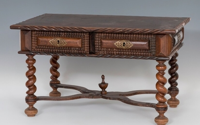 Table; Portugal, XVIII and XX centuries. Rosewood veneer. It has drawers remade in the twentieth...
