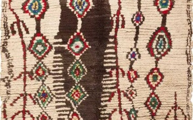 VINTAGE MOROCCAN RUG. 7 ft 3 in x 4 ft 9 in (2.21 m x 1.45 m).