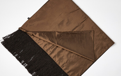 1905776. GUCCI, shawl in brown and beige silk.