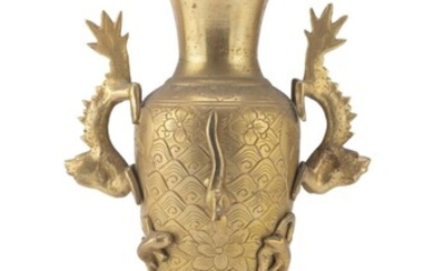 A JAPANESE BRONZE VASE EARLY 20TH CENTURY.