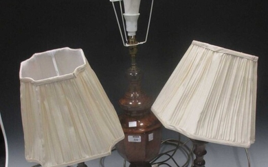 A modern antiqued bronze finish table lamp, pair of patinated metal candlestick table lamps, a