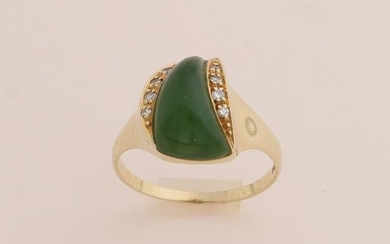 Gold ring with nephrite and diamond