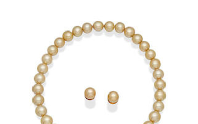 PASPALEY   A CULTURED PEARL NECKLACE AND EARRING SUITE