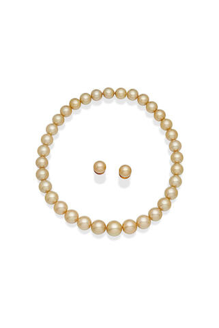 PASPALEY | A CULTURED PEARL NECKLACE AND EARRING SUITE