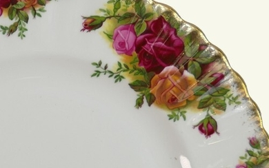 Royal Albert Old Country Roses dinner & tea ware: To include...