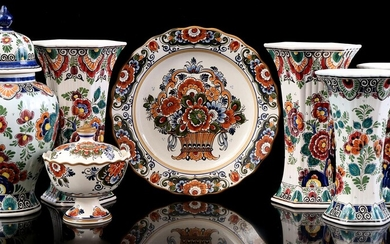 (-), 7 pieces pottery with polychrome decor, lid...