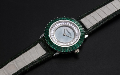 AUDEMARS PIGUET, A UNIQUE LADIES GOLD SET WITH EMERALDS, DIAMONDS, AND A GREEN MOTHER OF PEARL DIAL