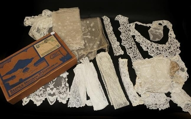 Assorted Early 20th Century Lace, comprising pair of cuffs, white...