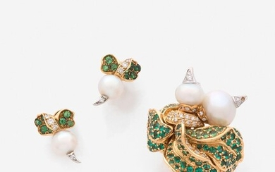 "DIOR Bague et clips d'oreilles ""Navet"" or, tsavorites, émeraudes, diamants, perles A diamond, emerald, tsavorite, pearl and gold ring"