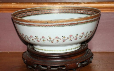 Hand Decorated Chinese Export Bowl