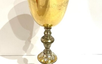 Large ecclesiastical chalice with cup in 800 silver finely worked with clerical figures (1) - cup in 800 silver and silver-plated metal - Mid 20th century