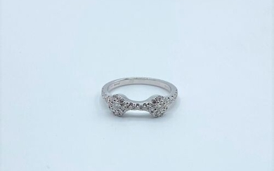Ring in 18K (750°/00) white gold decorated with diamonds forming...