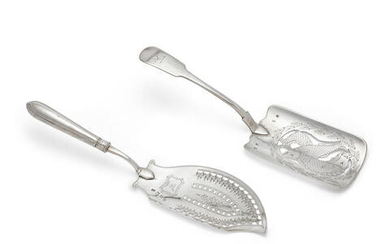 Two George III Irish silver serving slices (2)
