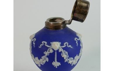 19th century Wedgwood dip blue lidded vase: Featuring lions ...