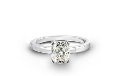 A 4 CLAW SOLITAIRE DIAMOND ENGAGEMENT RING A 4 Claw Solitair...