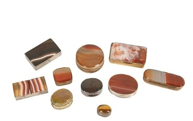 A COLLECTION OF TEN 19TH CENTURY AND LATER AGATE AND METAL M...