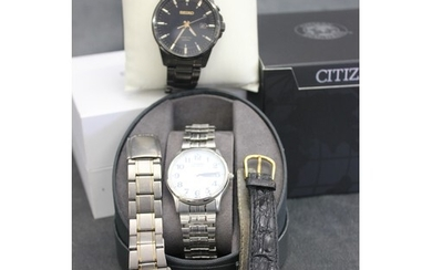 A Seiko kinetic wristwatch, black finish, in box with spare ...