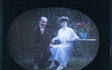 AUTOCHROME Lumiere Brothers Couple flowers 1910
