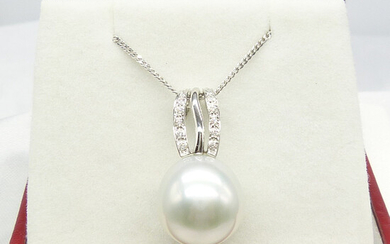 LARGE SOUTHSEA PEARL NECKLACE.