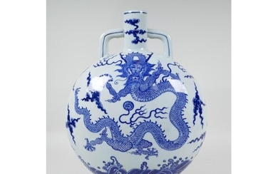A Chinese blue and white porcelain moon flask decorated with...