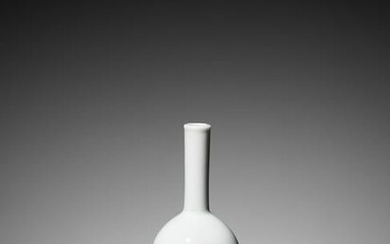 A QIANLONG SEAL MARK AND PERIOD WHITE BOTTLE VASE