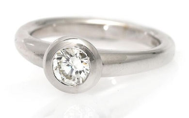 A diamond solitaire ring set with a diamond weighing app. 0.64 ct., mounted in 18k white gold. Top Crystal/VVS. Size 53. – Bruun Rasmussen Auctioneers of Fine Art